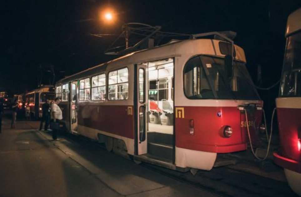 «Скорая» на месте констатировала смерть: в Киеве мужчина скончался в трамвае
