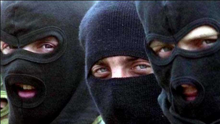 Люди в масках ворвались в дом: в Черкассах неизвестные напали и избили депутата