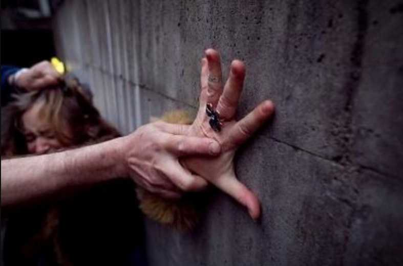 «Держал за шею и насиловал»: Рассказали жуткие детали нападения на женщину в Киеве