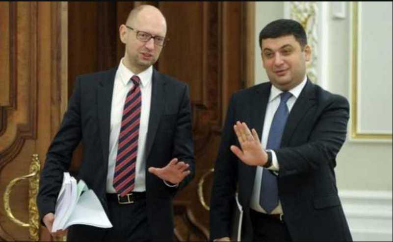 Журналист рассказал сколько Яценюк с Гройсманом «заработали» на схемах на таможне