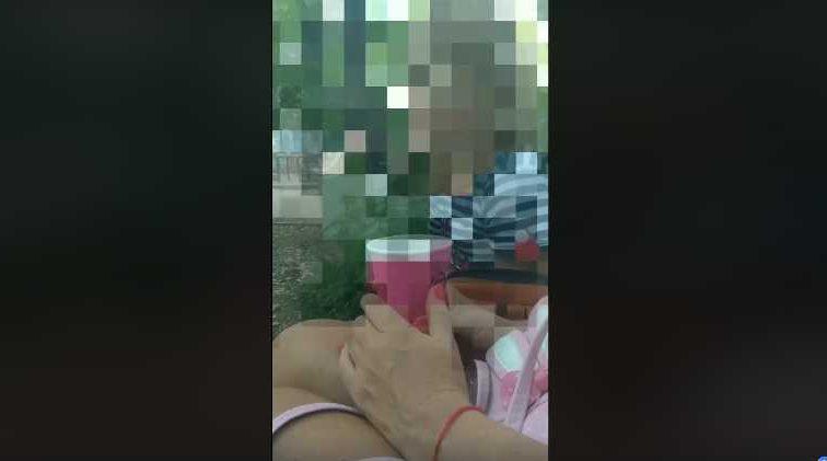 «Вся в синяках и укусах, от нее дурно пахло»: Маленькая девочка рассказала жестокие реалии жизни в детском доме