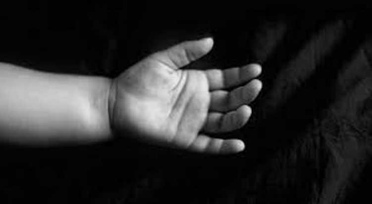 «Положила тело младенца в морозилку и отправила фото трупа друзьям»: Мать ужасно расправилась со своим новорожденным ребенком
