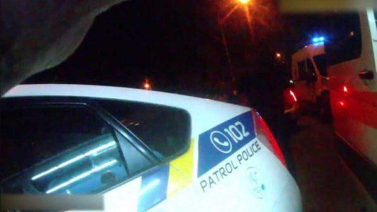 Девушка сбила двух пешеходов и врезался в патрульных: опубликовано видео