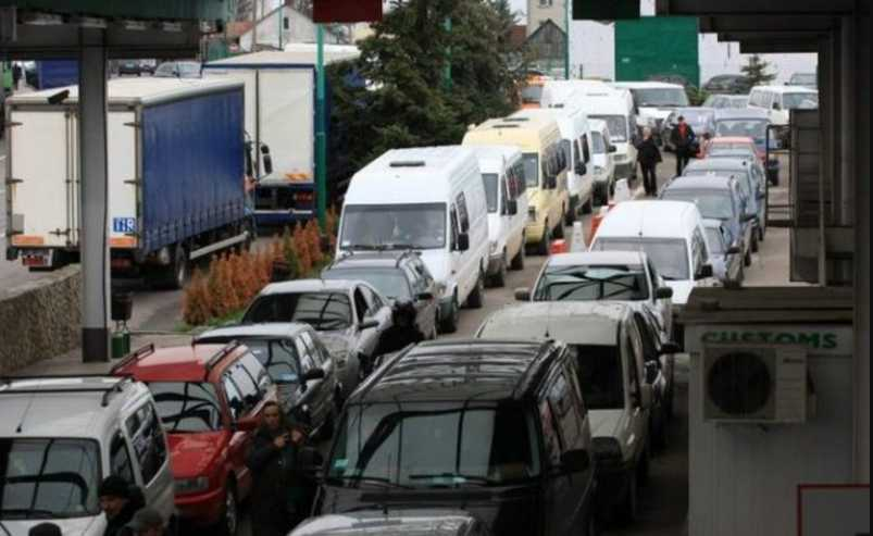 Коллапс на границе с Польшей: сотни машин застряли под палящим солнцем