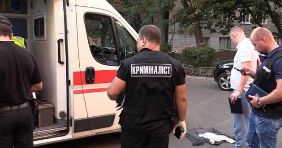 Ножом в шею: в Киеве средь белого дня жестоко убили мужчину
