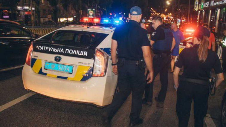 Сбил мужчину и даже не затормозил: В Киеве водитель Lexus на большой скорости наехал на прохожего и скрылся в неизвестном направлении