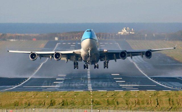 В аэропорту популярного курорта экстренно посадили самолет. Первые подробности