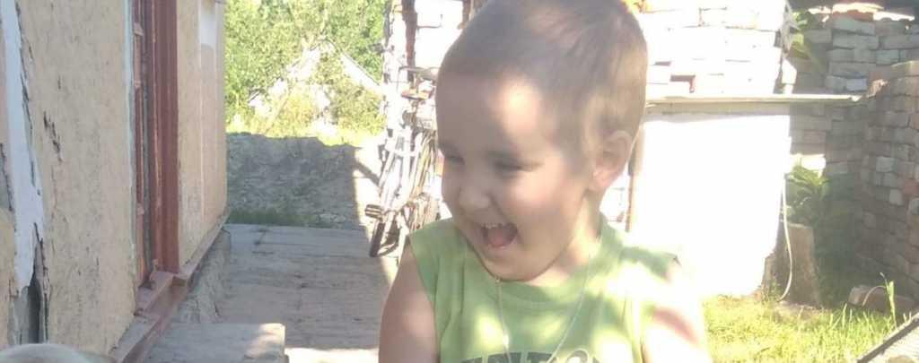 «Редкая болезнь поставила его жизнь под угрозу»: Маленький Максим нуждается в вашей помощи