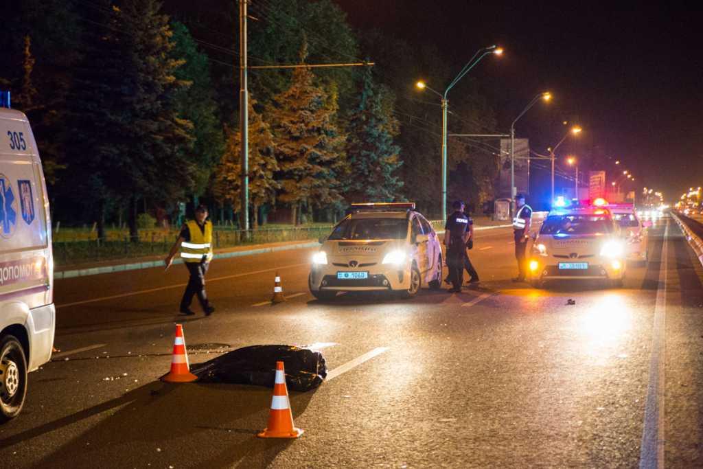 Переехали дважды: Жуткая ДТП в Киеве, по неосторожности трагически погиб пешеход