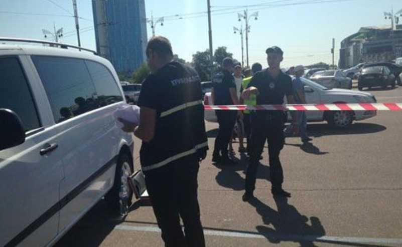 В Киеве возле вокзала неизвестные устроили стрельбу