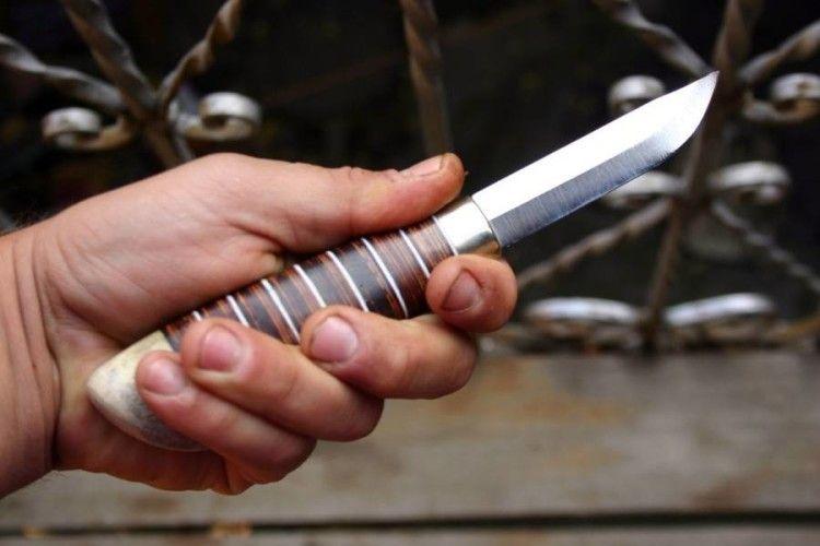 «Из-за отказа дать ему денег»: В Ивано-Франковске 15-летний попрошайка с ножом напал на приезжего