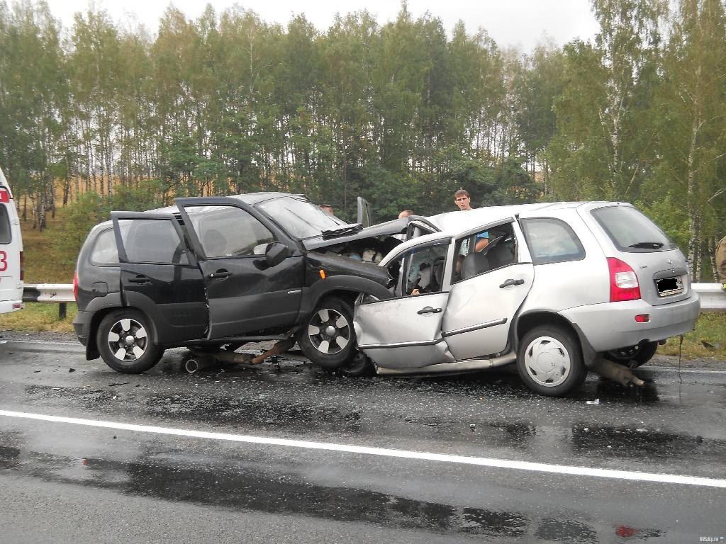 Жуткая ДТП на Львовщине: Два автомобиля на скорости столкнулись лоб в лоб