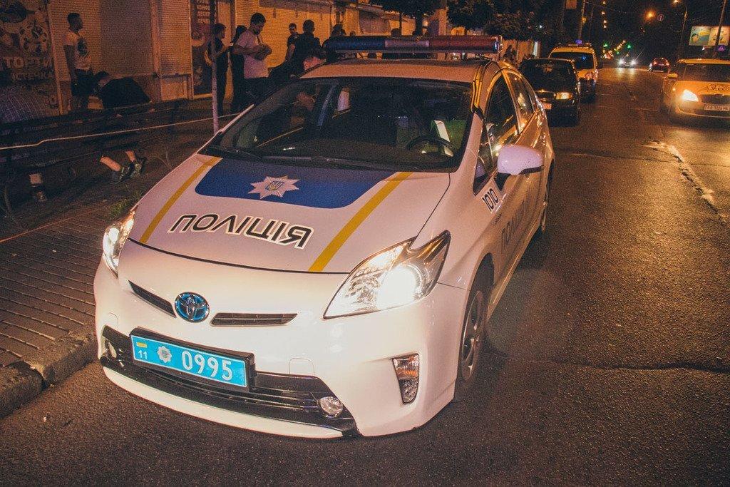 В Киеве неадекваты набросились с ножом на прохожих