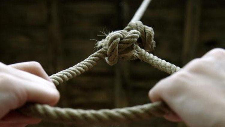 Опасная игра: 12-летняя девочка покончила с собой