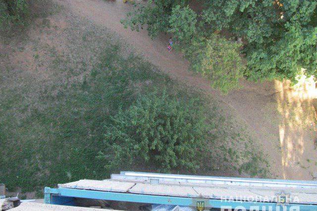 Пока родители были в отъезде: Под окнами собственного дома нашли тело мальчика