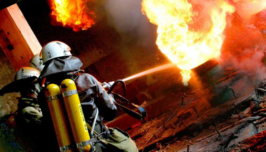 Жуткий пожар в жилом доме, погибли дети. Первые подробности