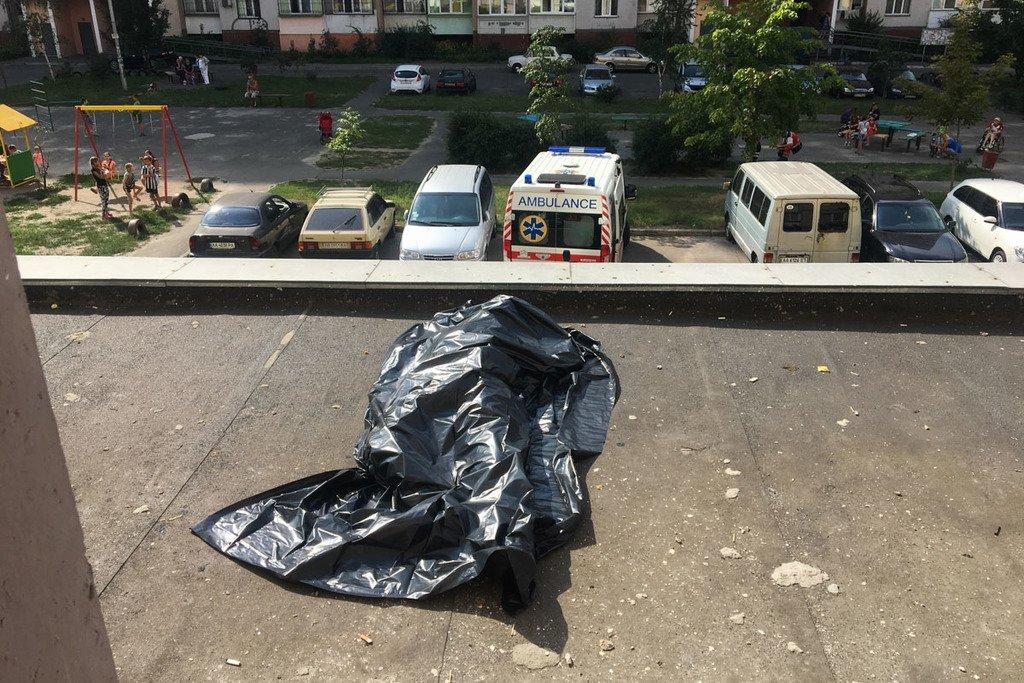 «Ради красивого Селфи» В Киеве девушка подросток сорвался и упал с окна 13 этажа