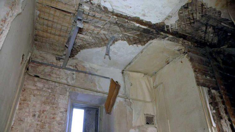 Дети в опасности! В детском саду в Ивано-Франковской области упал потолок