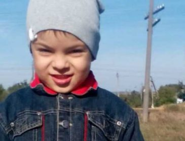 «Наследственное заболевание, превратило жизнь мальчика на муки»: Саше нужна ваша помощь