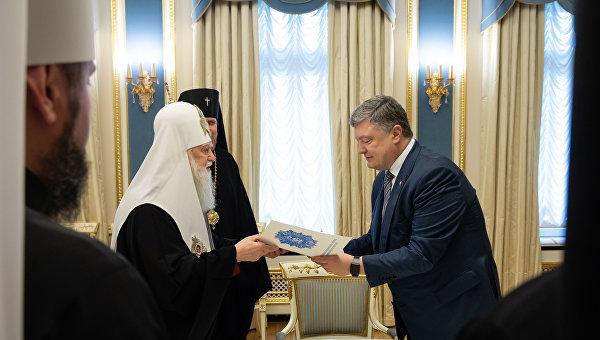 «Ставка на Томос — ошибка»: политтехнолог сделал громкое заявление о действиях Порошенко