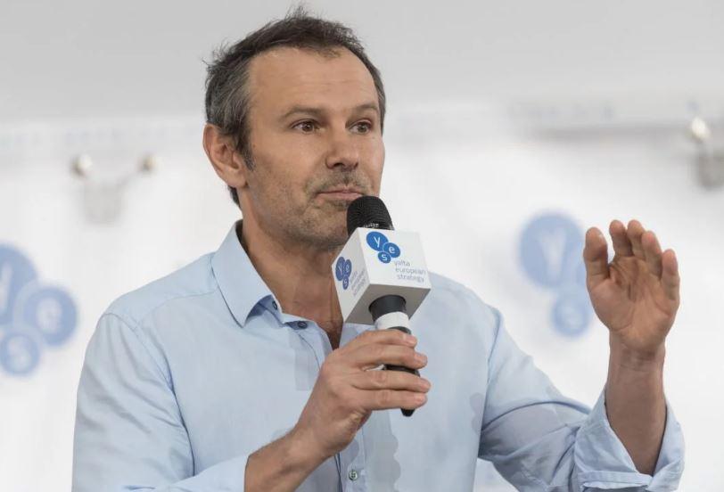 «Готовые бороться не на билбордах, а в жизни»: Вакарчук обратился к украинцам с мощной заявлением