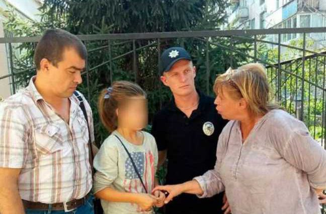 В Полтаве горе-мать покинула детей на произвол, а сама исчезла