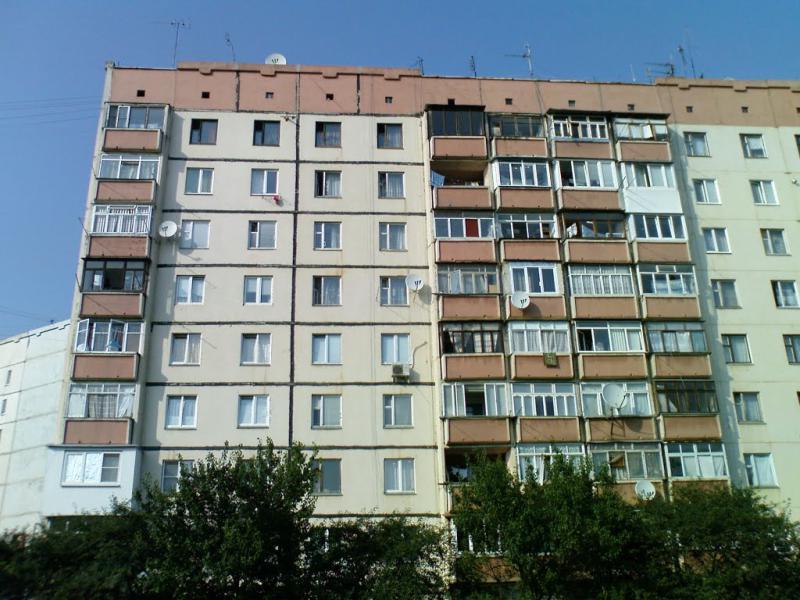 Пыталась сделать Селфи: В Киеве нетрезвая учительница упала из окна многоэтажки