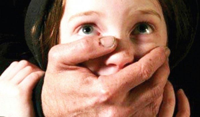 «Прижал ребенка к забору и заставил молчать»: В Киеве педофил напал на ребенка возле школы