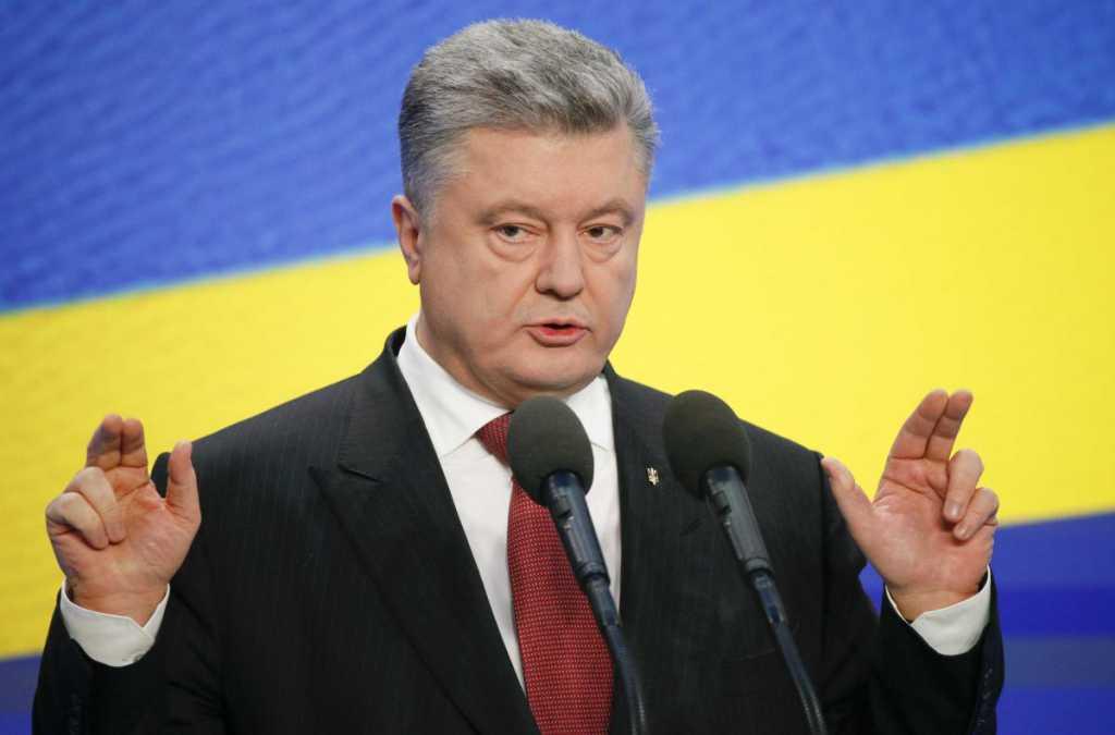 Стойте на границе с распростертыми руками: Эксперт разнес Порошенко новым заявлением
