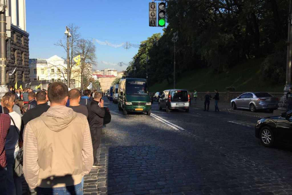 Разъяренные владельцы евроблях снова перекрыли центр Киева: первые подробности