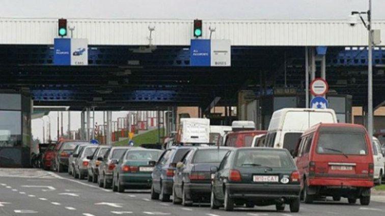 Сотни машин и километровые очереди: во Львовской области бастуют пограничники