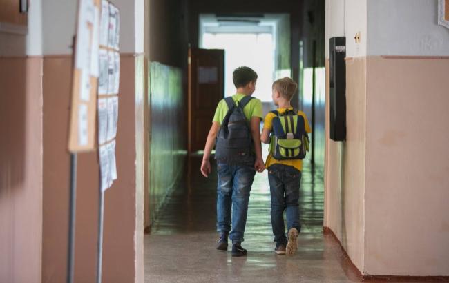 В школу с топором В Одессе неадекватный человек пришел разбираться с обидчиками сына