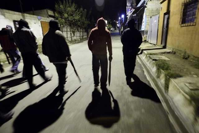 » Много жертв »: Банда подростков держит в страхе весь город
