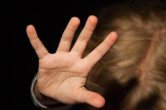 Не оставил на детях живого места: последствия родительского воспитания поражают