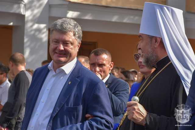 «Все в семье»: Стало известно кого Порошенко лоббирует на патриарха Украины