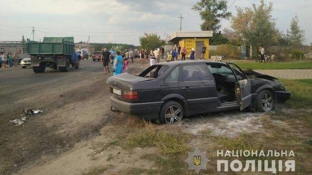Жуткая ДТП на Харьковщине: Легковушка на большой скорости протаранил остановку, есть жертвы