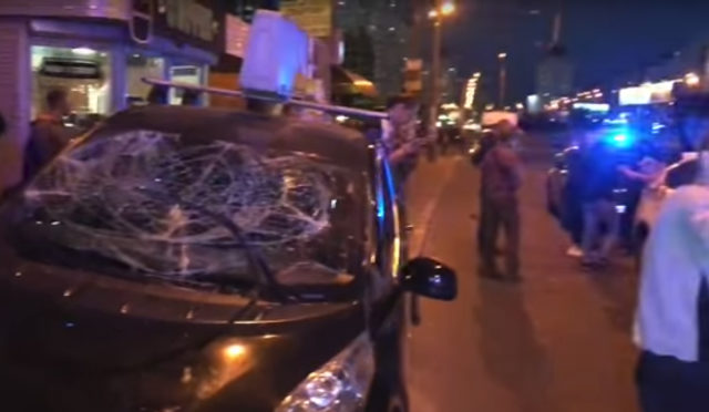 В Киеве водитель такси на бешеной скорости протаранил толпу людей, первые подробности