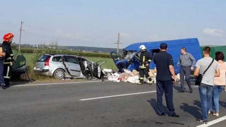 Смертельное ДТП на Прикарпатье: Автомобиль на большой скорости столкнулся с пассажирским автобусом, погибли дети