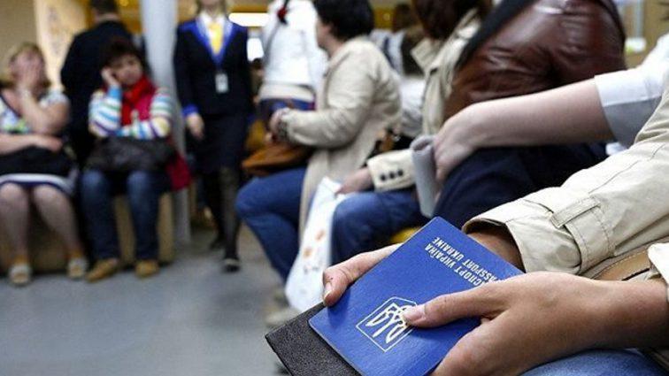 Без пенсий, субсидий и гарантий: что грозит украинцам, работающих за рубежом