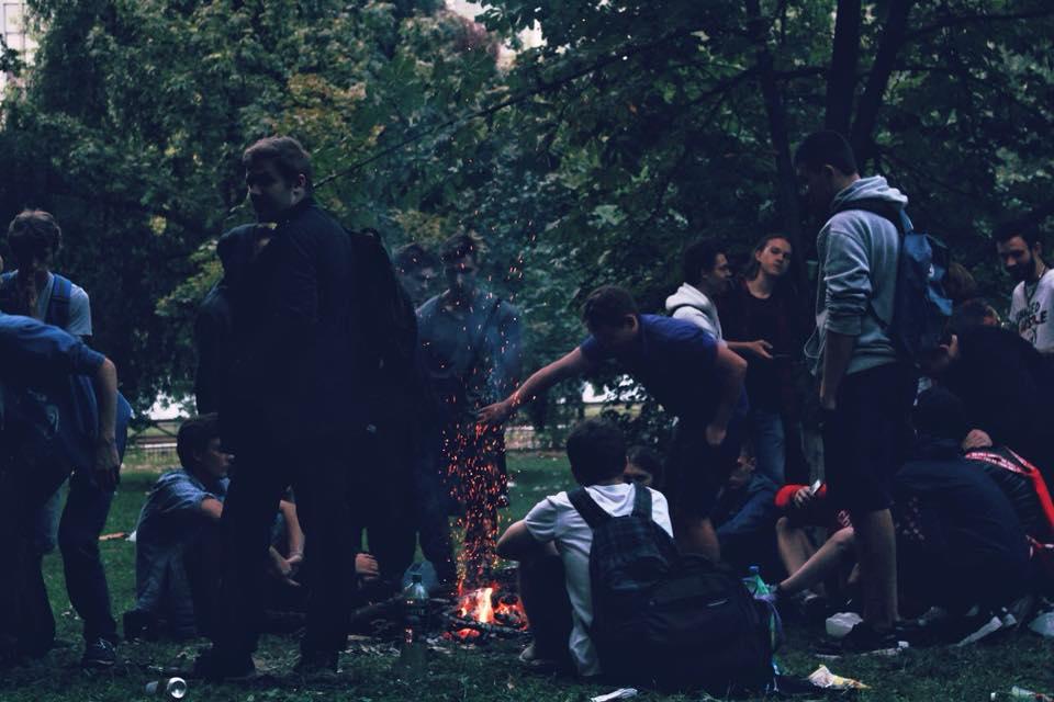 Бурно отпраздновали поступление в вуз: в Киеве студенты разгромили парк