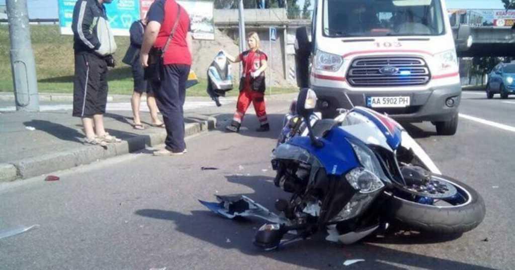 Жуткое ДТП в столице: мотоцикл на скорости влетел в троллейбус