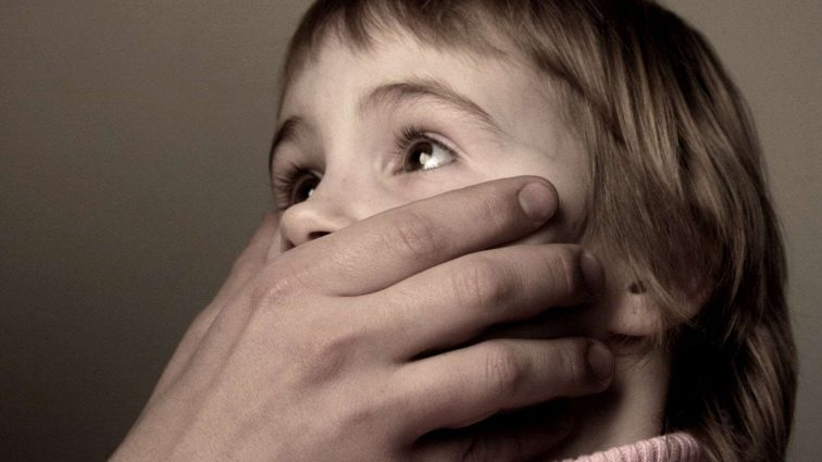 Завел ребенка во двор и изнасиловал: Неадекватный мужчина жестоко надругался над 2-летней девочкой