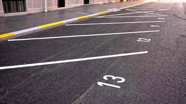 Правила парковки по-новому заработали только частично: Что нужно знать украинцам