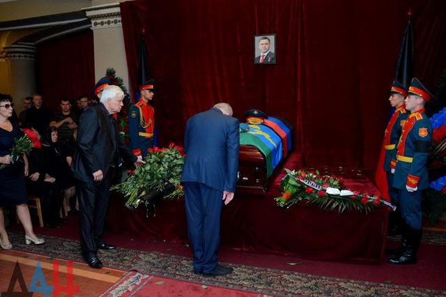 «Подстригся и загорел»: На прощание с Захарченко пришел «мертвый» Ташкент