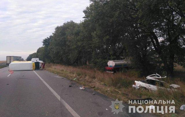 Легковушка превратилась в груду металлолома: В Полтавской области произошло тройное ДТП