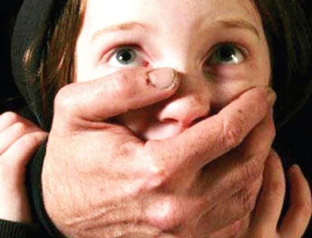 Молчала боясь, что ее не поверят: На Сумщине 40-летний репетитур целый год издевался над ребенком