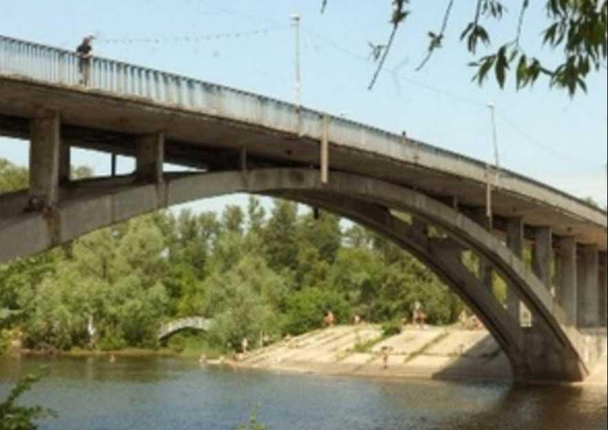 Ночные развлечения закончились трагически: тело 18-летнего парня достали из Днепра в Киеве