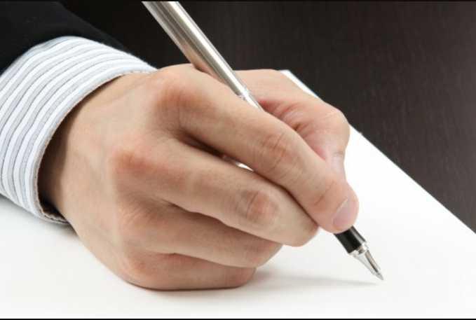 Во Львовской области райгосадминистрация закупила ручки по 680 гривен за штуку