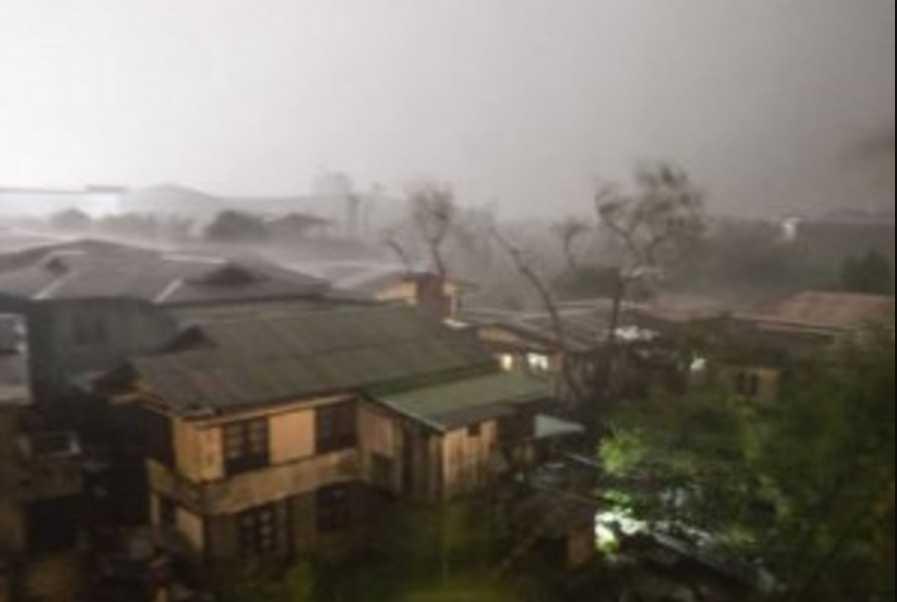 Стихия приближается к густо населенным пунктам: грунтом и камнями завалило 28 человек