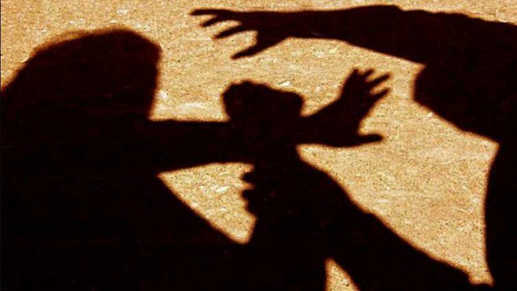 «На его счету десятки жертв»: Директор детского интерната напал на журналистку